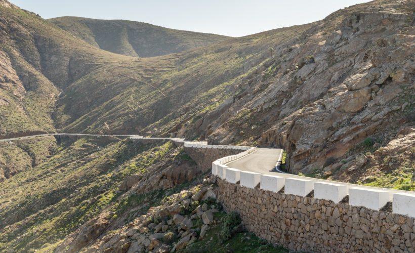 Bergstraße / Serpentinen auf Fuerteventura